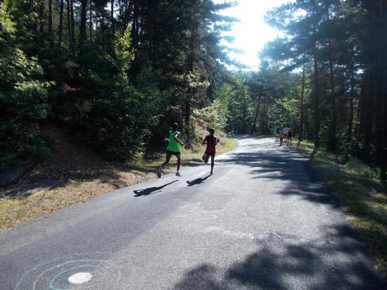 descente rapide des premiers coureurs